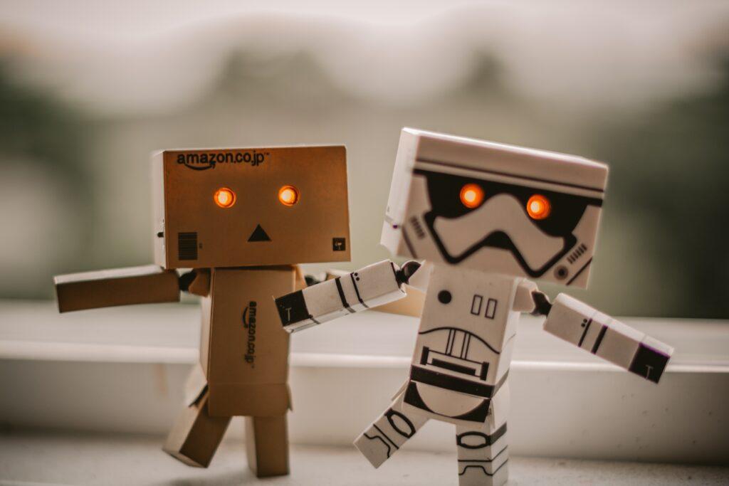google and amazon robots walking - Help'n'Trade